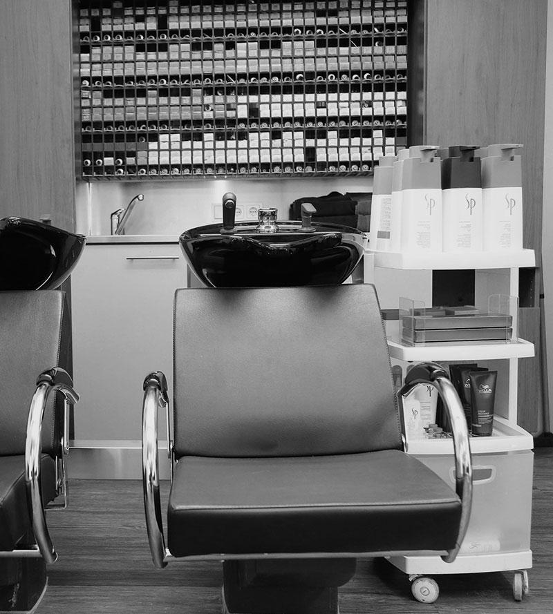Produkte von Wella, Sebastian und Olaplex beim Friseur Thomas in Grünwald